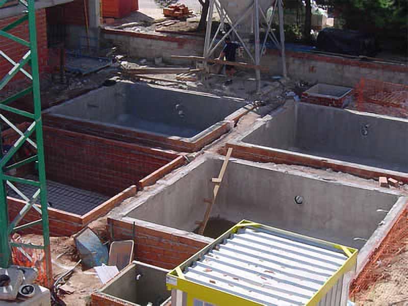4 piscinas, para 4 casas en fases diferentes